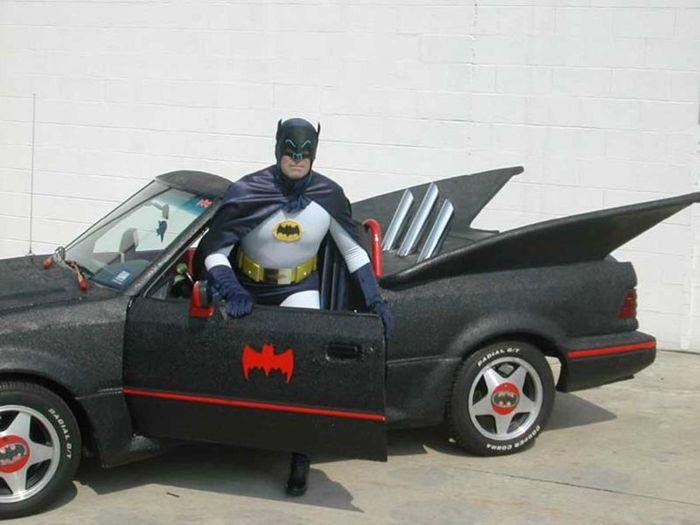 Найдено на Ebay. Бэтмобиль из Ford Escort GT (24 фото)