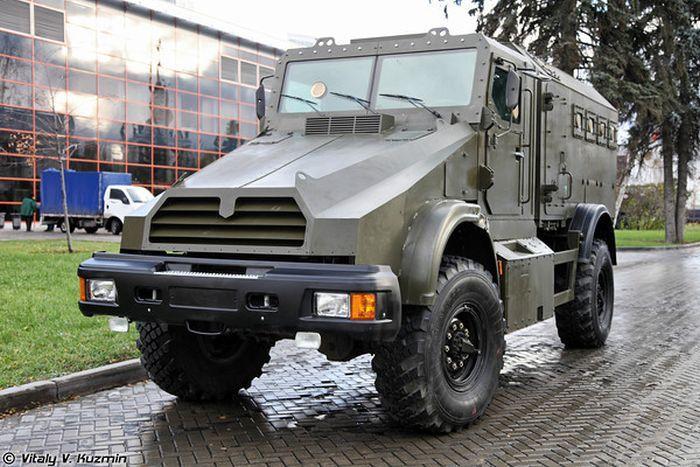 Взрывозащищенный бронированный спецавтомобиль Горец-К (22 фото)