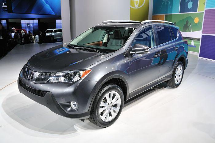 Toyota официально представила в Лос-Анджелесе 2013 RAV4 (91 фото+2 видео)