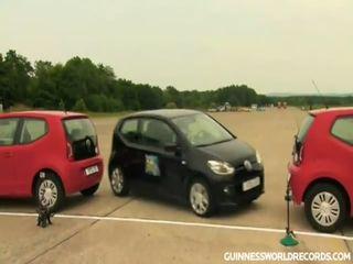 Мировой рекорд по параллельной парковке