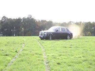 Отжиг по полю на Rolls-Royce Phantom
