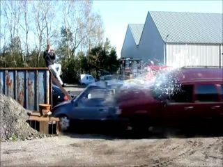 Многократный краш-тест старого Volvo