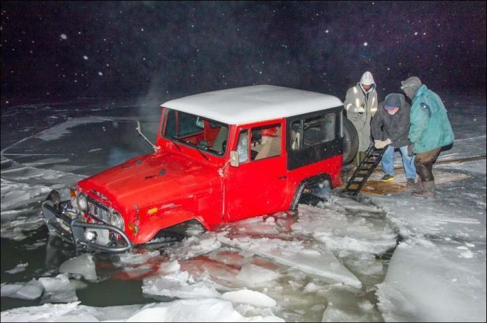 toyota land cruiser 40, машина в воде, машина утонула