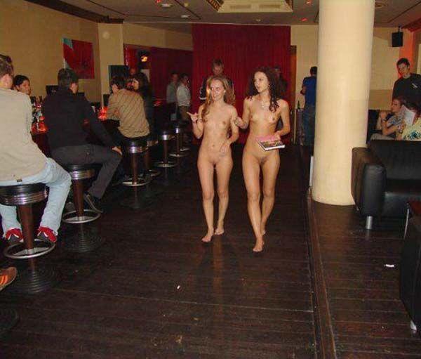 танцуют голыми на дискотеке грудки подпрыгивали