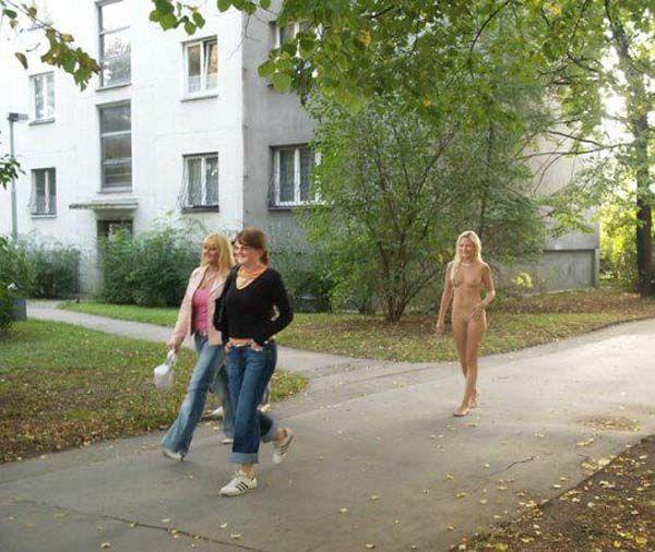 Секс фото скрытое как женщины гуляют без мужей девчонку