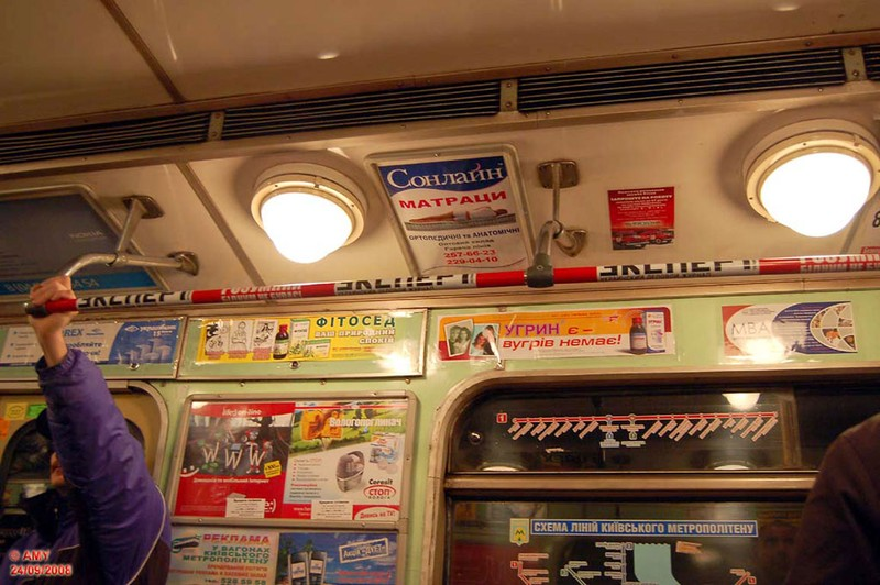 Киевский метрополитен. Реклама повсюду! (23 фото)