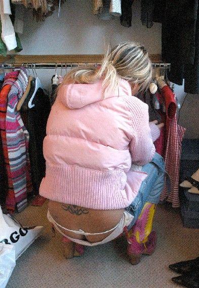 Подборка спущенных штанов (33 фото)