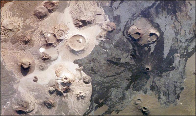Следующая картинка похожа на инопланетный пейзаж, но это на Земле, в Саудовской Аравии. Примечательно, что снимок сделан человеческими руками с Международной Космической Станции.