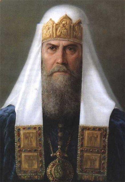 Федор Никитич Романов-Юрский, после смерти царя Федора, был одним из законных претендентов на Русский трон, так как являлся племянником Иоанна Грозного. Попав в опалу при Борисе Годунове, Федор Ромнов-Юрский был пострижен в монашество с именем Филарет. В Смутное время Лжедмитрий II захватил митрополита Филарета в плен, где он пробыл до 1619 года. Земский Собор 1613 года избрал на русское царство Михаила Романова, сына митрополита Филарета, утвердив за последним титул Патриарха. Патриарх Филарет (1619-1633) стал ближайшим советником и фактическим соправителем царя Михаила.
