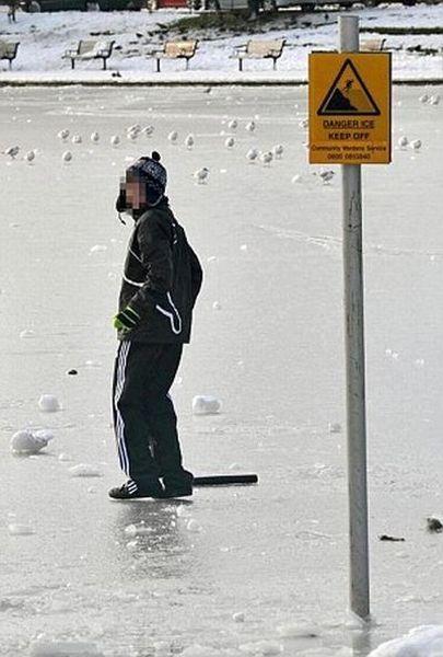 Неокрепший лед или парень-придурок (7 фото)