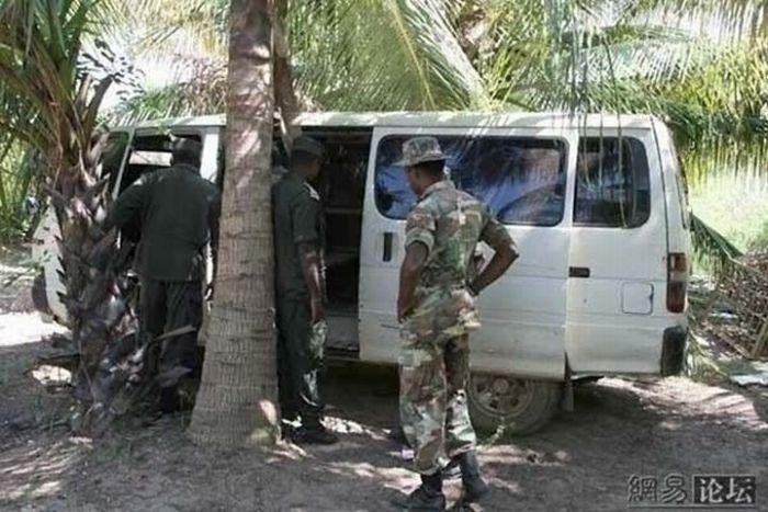 Бронированный Сомалийский автомобиль (7 фото)
