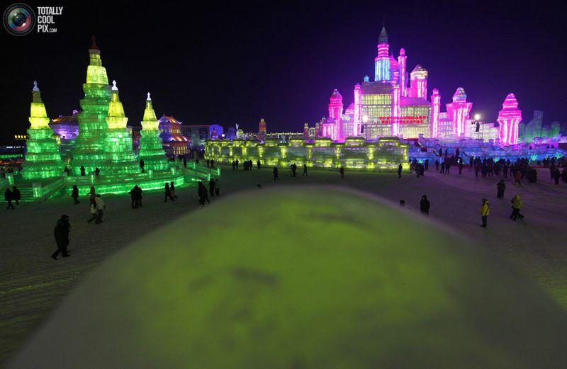 Международный фестиваль снега и льда в Харбине – один из четырех подобных крупнейших фестивалей в мире наравне со Снежным фестивалем в Саппоро, Япония, Зимним карнавалом в Квебеке и Лыжным фестивалем в Норвегии. (REUTERS/David Gray)