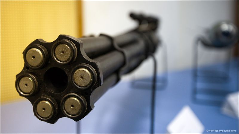 10. Авиационная пушка ГШ-6-23 весит всего 76 кг и выдает свинец со скоростью 12000 выстрелов в минуту.