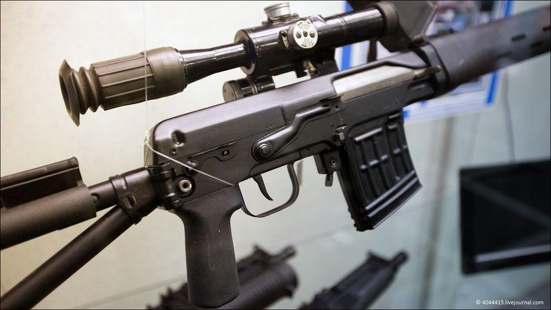 12. Самозарядная снайперская винтовка Драгунова со складывающимся прикладом СВДС