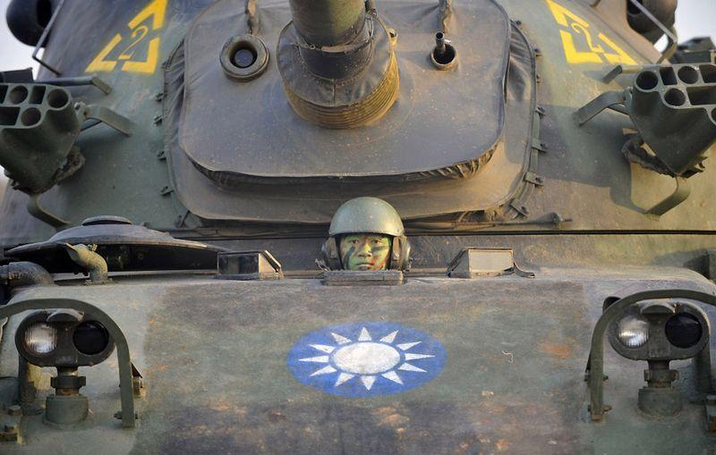 5. Тайваньский танк CM-11 (это доработанная специально для Тайваня модификация американского танка Паттон III) на учениях в Hukou. США регулярно осуществляют поставки оружия Китайской Республике, более известной как Тайвань. (SAM YEH/AFP/Getty Images)