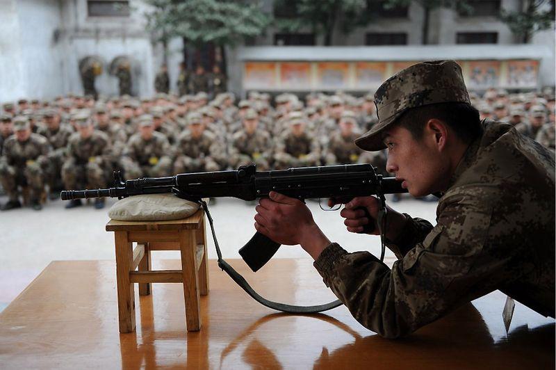 18. Учения новобранцев Народно-освободительной армии Китая в восточной провинции Аньхой. Военные расходы Китая стабильно растут, а в последнее время Китай все больше внимания старается уделять не только накоплению вооружения, но и разработке новых технологий. (STR/AFP/Getty Images)