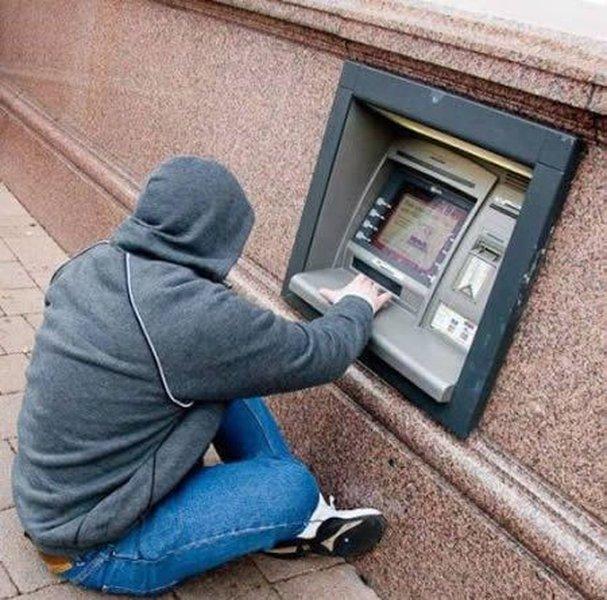 Самое интересное у банкоматов (14 фото)
