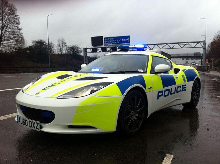 Британская дорожная полиция получила Lotus Evora (3 фото)