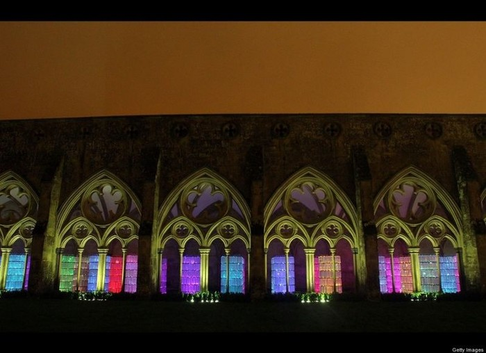 Световая инстилляция в соборе Солсбери (9 фото)