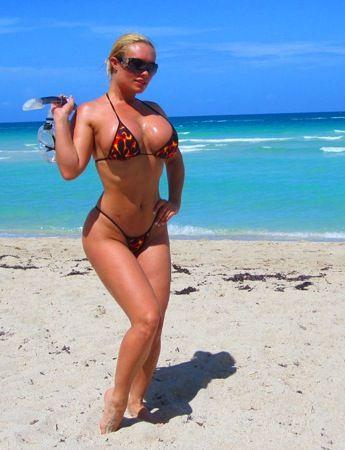 Очередная звезда твиттера Nicole CoCo Austin (73 фото)