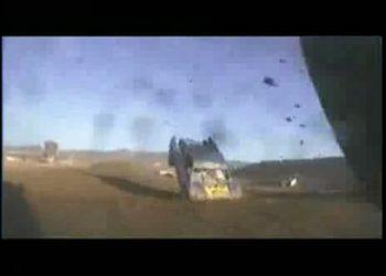 Жесткий случай на гонках. Пилот цел и невредим!