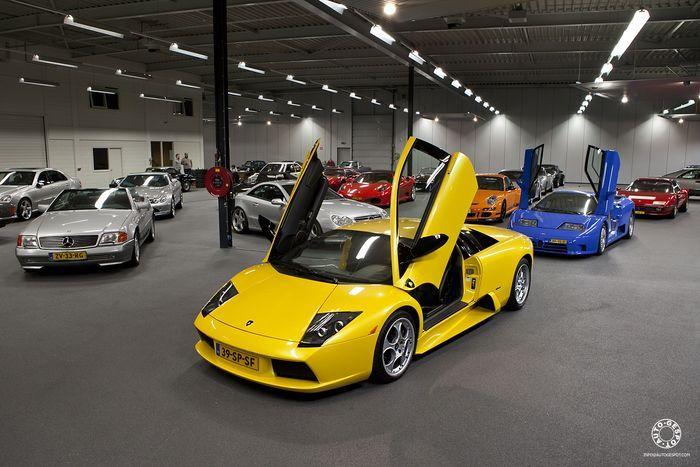 Большая коллекция суперкаров в гараже в Голландии (35 фото)