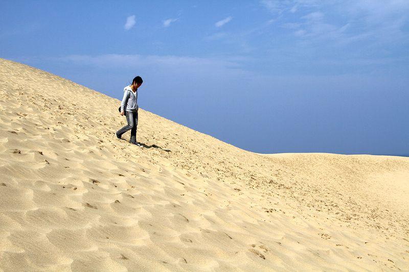 """...шум морского прибоя и """"песчаная бесконечность"""" создавали атмосферу безмятежности..."""