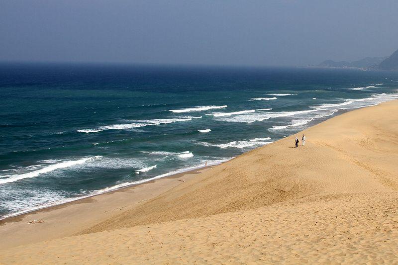 """...а люди выглядели лишь небольшими """"пятнами"""" на песке..."""