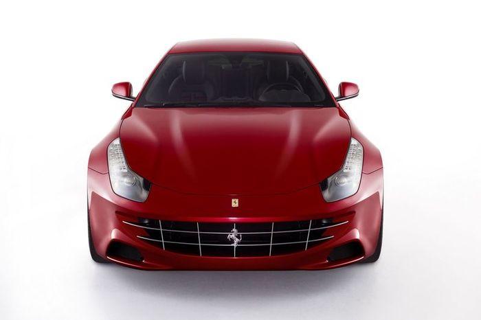 В Ferrari показали нового полноприводного жеребца FF (6 фото+видео)
