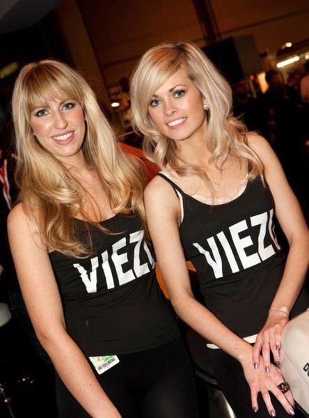 Девочки-красоточки с Autosport International Show 2011 (69 фото)