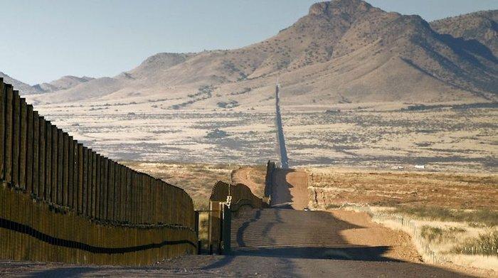 Дикая природа против стены Дональда Трампа