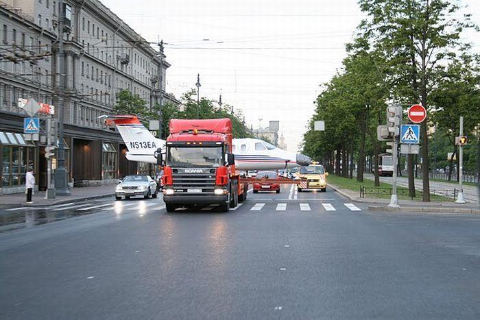 Перевозка  самолета по улицам Санкт-Петербурга (11 фото)