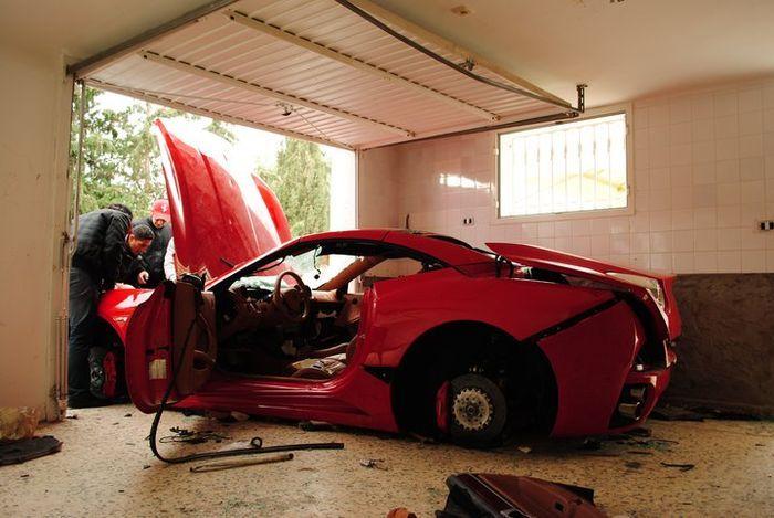 Еще один Ferrari стал жертвой в Тунисе (9 фото+2 видео)