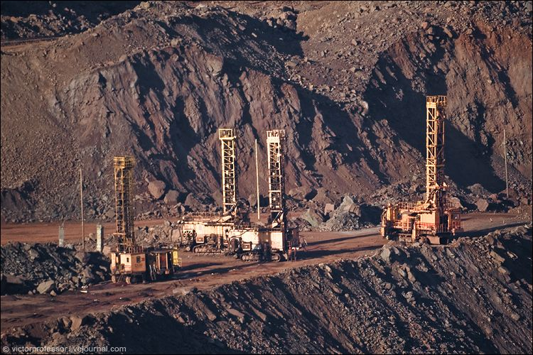 Буровые установки, для производства взрывных работ.