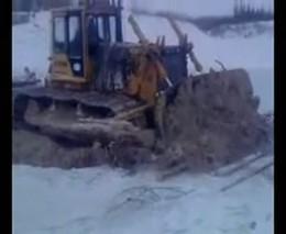 Трактор ушел под воду