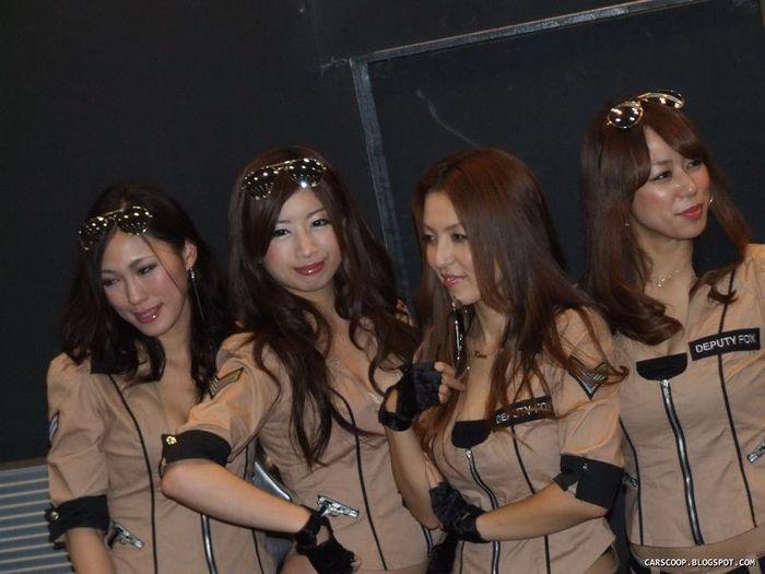 Девушки с Tokyo Auto Salon 2011 (147 фото)