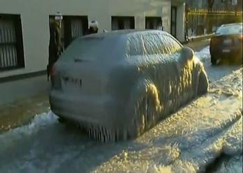 Отколупывание машины от льда