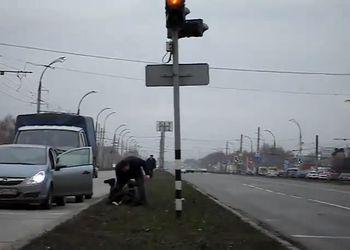 Разборка на дороге - подрезать опасно!