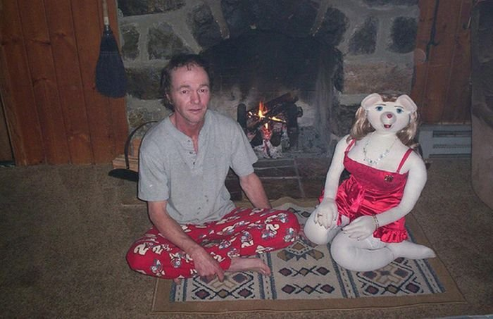 Мужчина со своей подругой (14 фото)