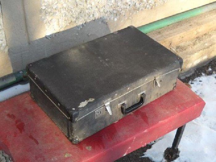 Изготовление автомобильного саба из старого чемодана (19 фото)