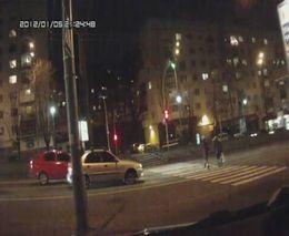 Пешеходы перебегали дорогу на красный