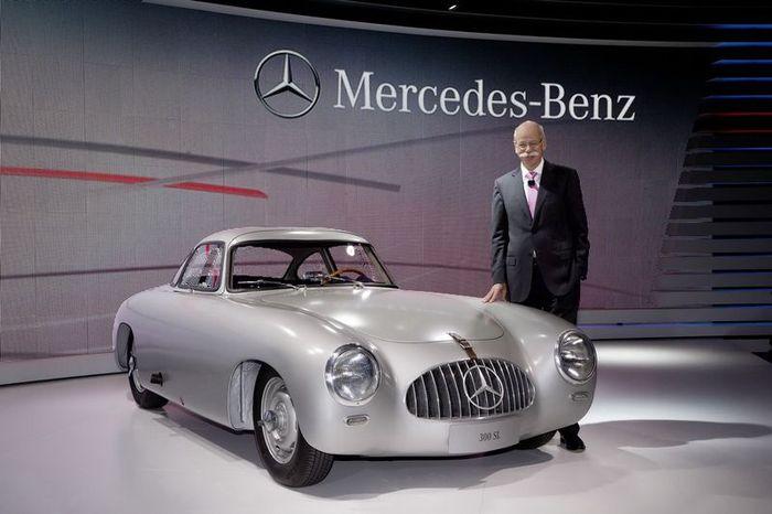 Живая легенда Mercedes 300 SL празднует свое 60-летие (24 фото)