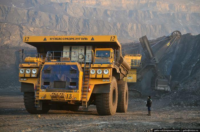 БелАЗ 75600 - самый большой грузовик в СНГ 2011 (38 фото)