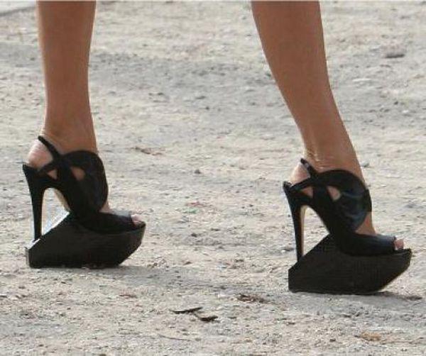 Нереальная обувь (26 фото)
