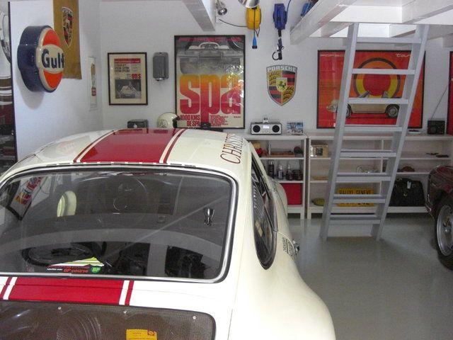 Постройка гаража для любимых раритетных Porsche (52 фото)