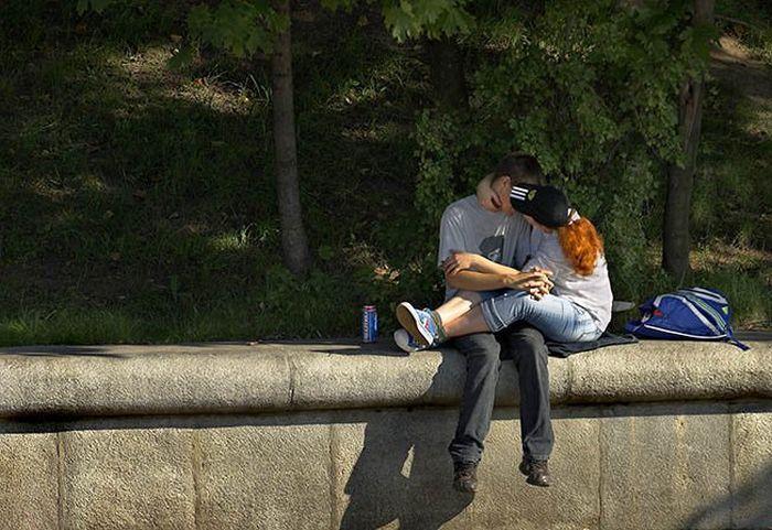 целуются на улице видео - 3