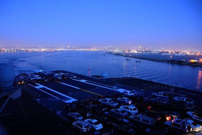 Переезд на американском авианосце (7 фото)