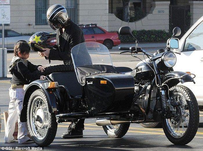 Брэд Питт купил мотоцикл Урал (4 фото)