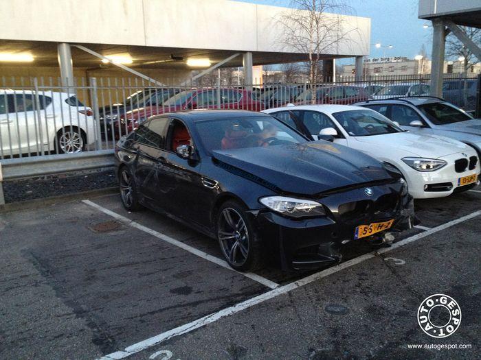 Фотографии первой разбитой BMW M5 в кузове F10 (4 фото)