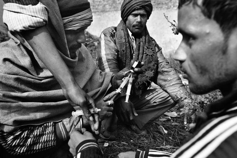 deathfor50rupees003 Наркомания в Индии: смерть по 50 рупий
